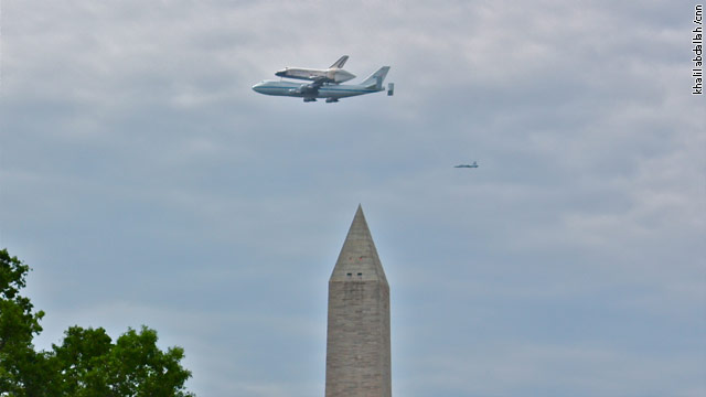 Shuttle Discovery says goodbye to the White House