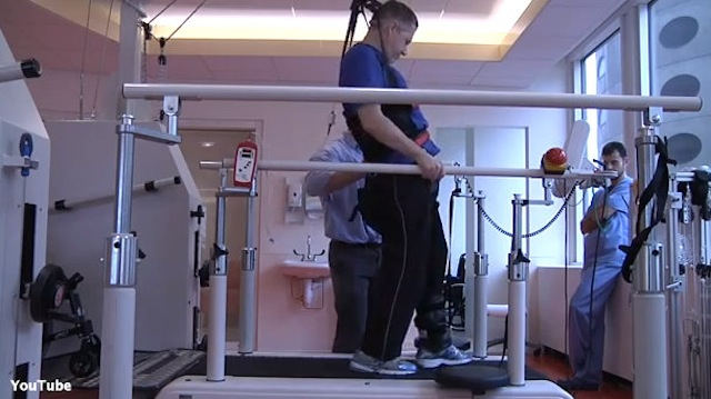 Sen. Kirk releases video of stroke rehab
