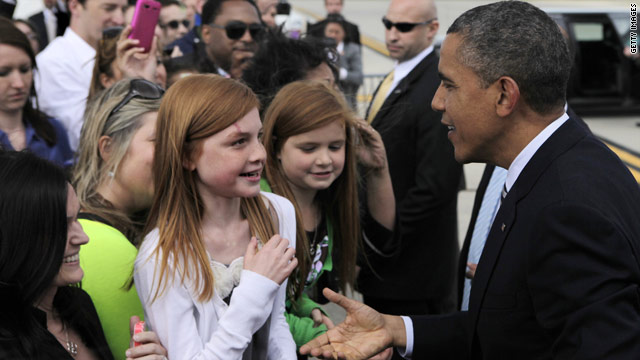 Campaigning in Chicago, Obama says 'it's good to be home'