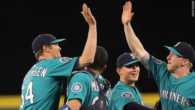 Six Mariners pitchers combine for no-hitter