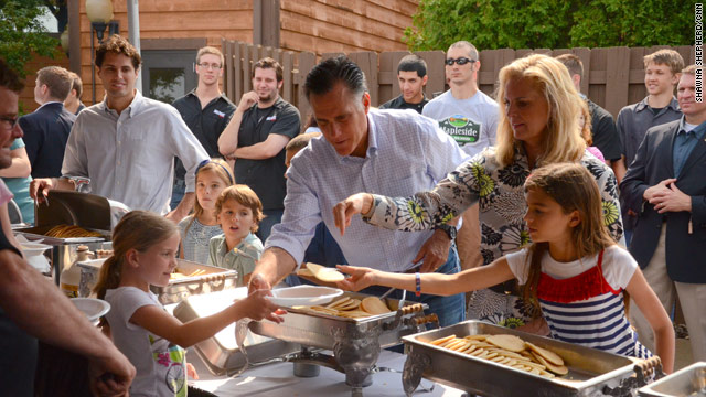 Romney sees bright side of rain-soaked campaign event