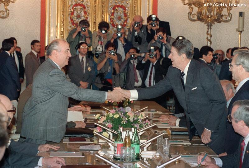 http://i2.cdn.turner.com/cnn/2012/images/06/28/amanpour.handshakes.8.-.109104075.-.reagan.jpg