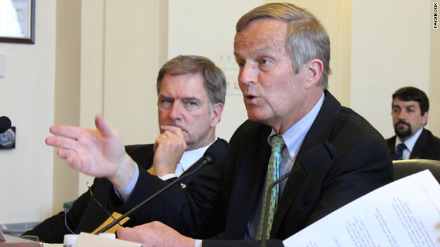 Akin, returning to Capitol, says he&#039;s &#039;totally in&#039; Missouri race