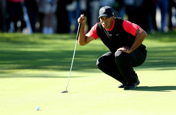 Woods prepares to putt at Farmers Insurance Open. (Getty Images).