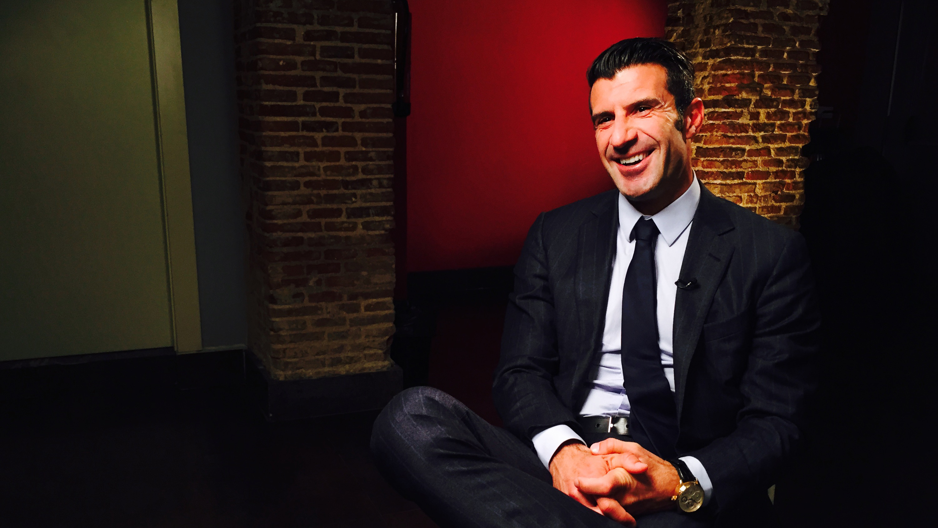 CNN Exclusive: Luis Figo joins race for FIFA presidency
