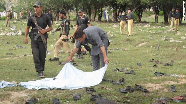 Un suicida mata a 26 personas en Pakistán