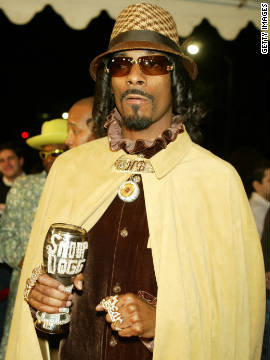 "Removed from shelves in 2010 after only two years in business, it's doubtful that Snoop Dogg's streetwear line, ""Rich & Infamous,"" did much to bolster the rapper's bank balance.<!-- --> </br>"