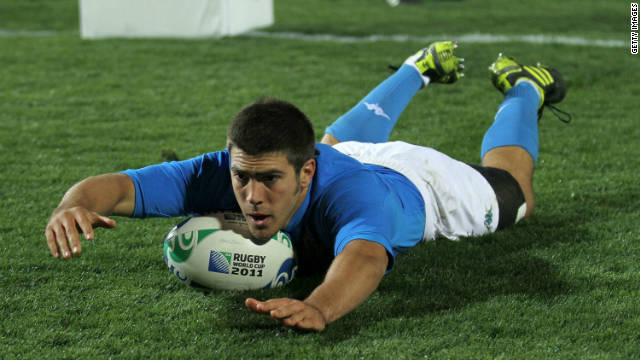 Edoardo Gori touches down for Italy in their convincing win on Tuesday.