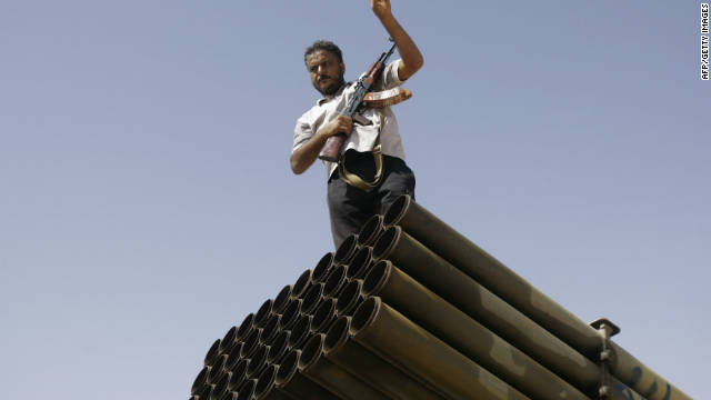 Rebeldes libios entran a uno de los últimos bastiones de Gadhafi