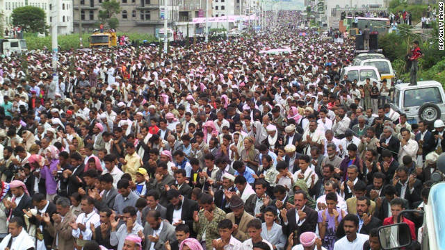 Anti-regime protesters pray in the Yemeni city of Ibb on September 16, 2011 against President Ali Abdullah Saleh's rule.