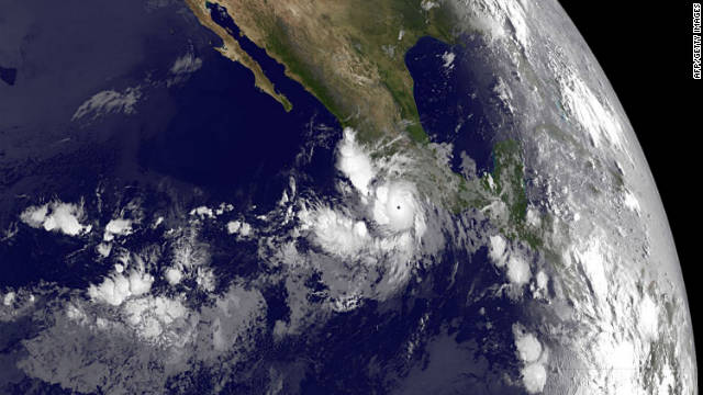 El huracán «Hilary» se aleja de costas de México