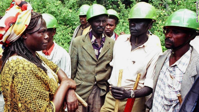 Maathai was famed for her commitment to environmental causes. Here she confronts hired security guards in Kenya aiming to prevent her organization, the Green Belt Movement from planting trees