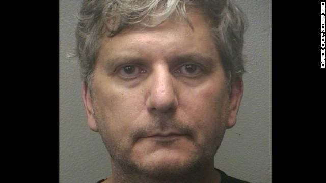 El jefe de Inmigración en el sur de Florida es arrestado por pornografía infantil