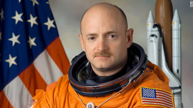 Mark Kelly, husband of Rep. Giffords, retires from Navy