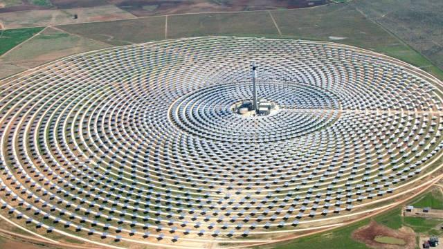 Una planta solar en España genera energía… de noche