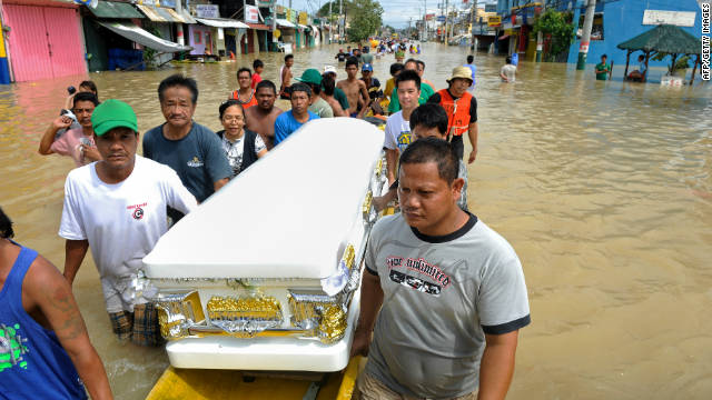 Nalgae is the second typhoon to hit the Philippines in the space of a week. Typhoon Nesat caused 55 deaths when it hit land on September 27. So far Nalgae has claimed four lives, rescuers say.