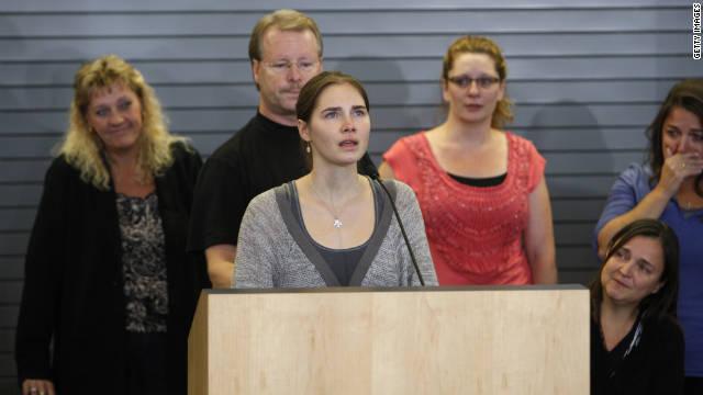 Amanda Knox llega a EE.UU. con un emotivo recibimiento en Seattle