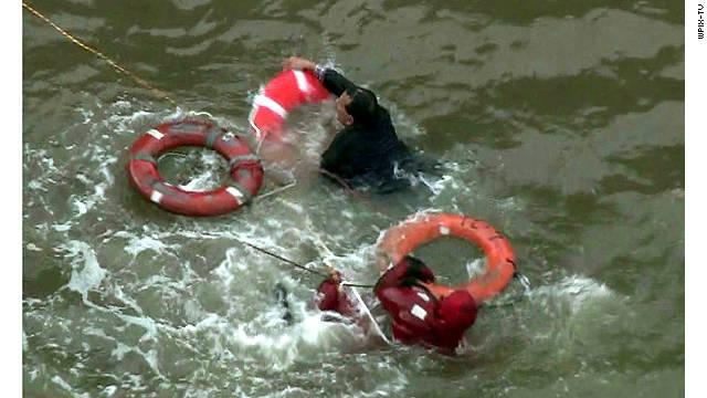 Muere una persona tras estrellarse un helicóptero en Nueva York