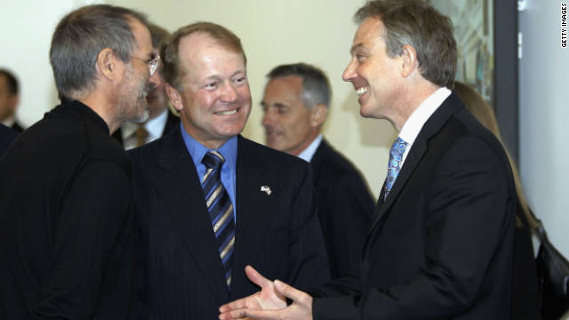 British Prime Minister Tony Blair, right, talks with Jobs, left, and Cisco Systems CEO John Chambers during a meeting of Silicon Valley executives at Cisco headquarters in July 2006.