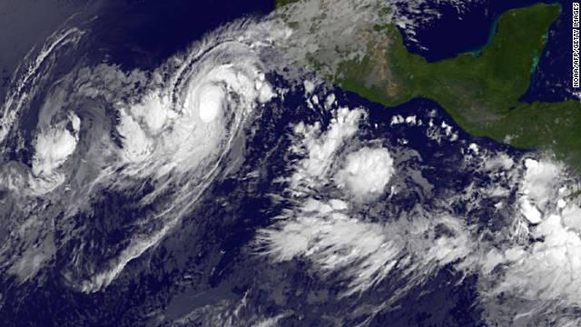 El huracán Jova avanza hacia las costas del oeste de México