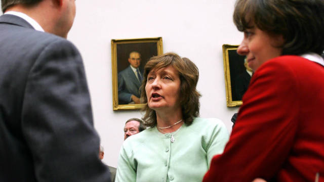 Geraldine Finucane (C), wife of slain Irish human rights attorney Patrick Finucane, speaks with collegues 16 March, 2005 in Washington D.C.