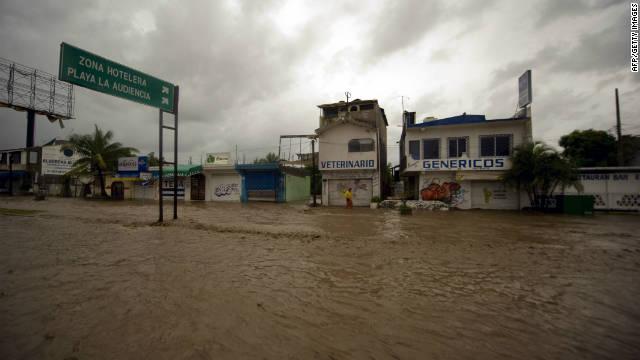Jova se debilita a tormenta tropical, pero deja grandes inundaciones