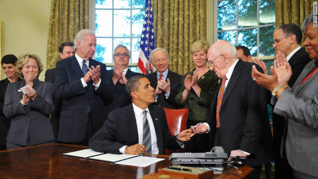 Frank Kameny receives a pen President Obama used to sign a memorandum regarding non-discrimination June 17, 2009.