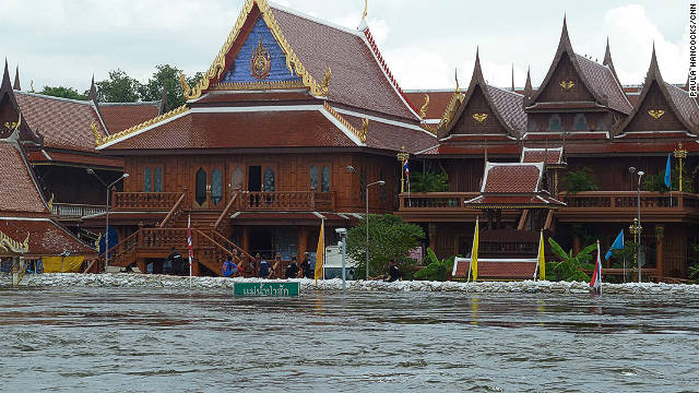Sandbags surround temples in Ayutthaya on October 13, 2011 in an attempt to keep the rising waters out. 