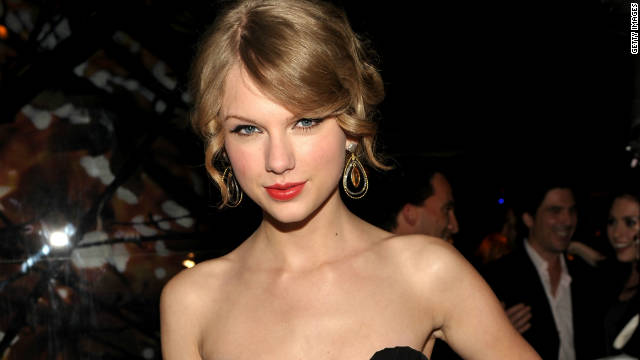 Taylor Swift donates 6,000 books to library