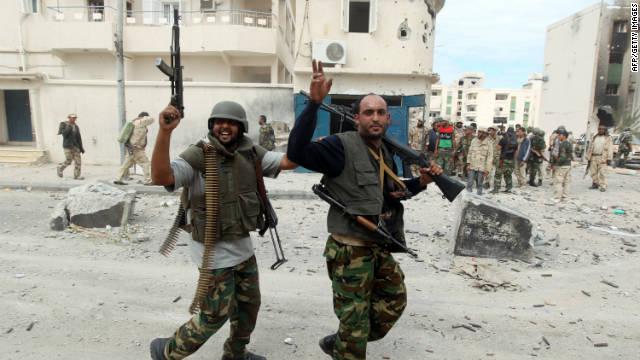 Combatientes del consejo de transición de Libia dicen haber tomado Sirte