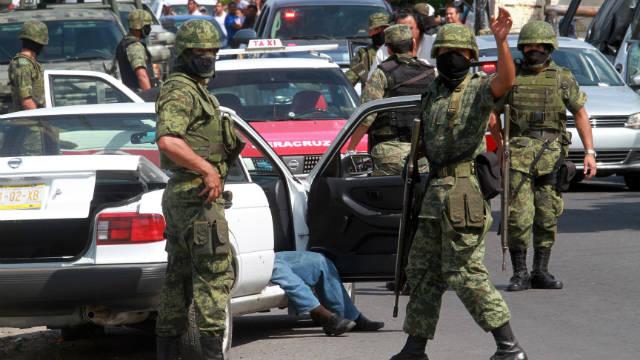 Autoridades hallan 8 cuerpos abandonados en Veracruz