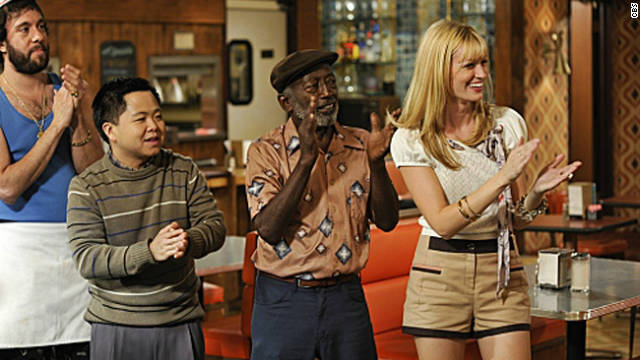Critics claim &#039;2 Broke Girls&#039; uses racial stereotypes