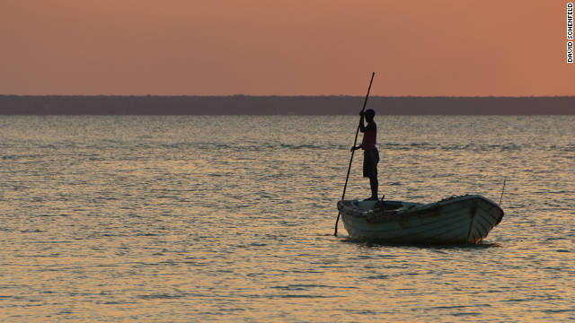 For generations fishermen outside the capital Maputo have been bringing in their catch the same way and selling them in nearby markets.<!-- --> </br>