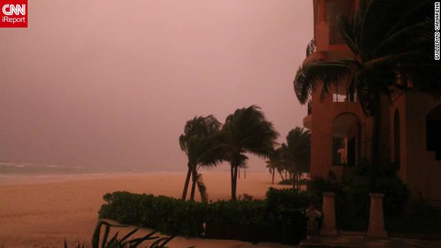 La tormenta tropical Rina disminuye su fuerza a su paso por Cancún