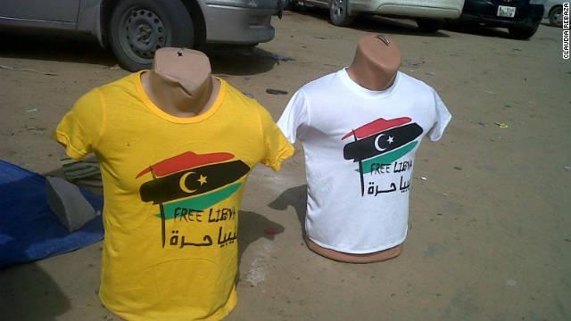 Libia celebra con souvenirs el triunfo de la revolución contra Gadhafi