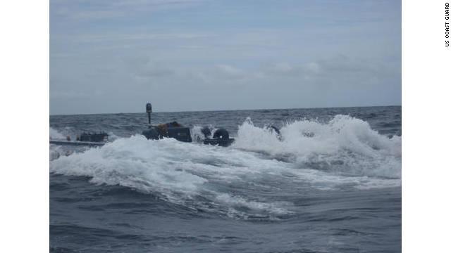 Guardacostas de EE.UU. detienen narco submarino con siete toneladas de cocaína