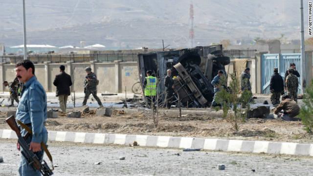 Al menos 13 soldados de EE.UU. muertos en un ataque suicida en Afganistán