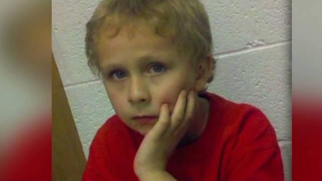 Hallan vivo a un niño autista que estaba perdido en un bosque
