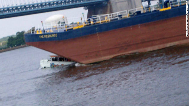 A tugboat towing a barge crashed into a sightseeing