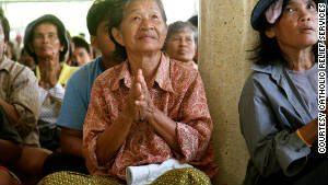 Flood victims in Thailand wait for emergency food and relief items distributed by Catholic Relief Services.