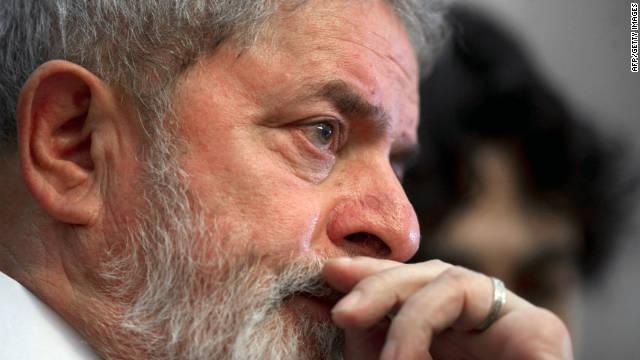"""Lula le """"rinde tributo"""" a Chávez con una guayabera"""