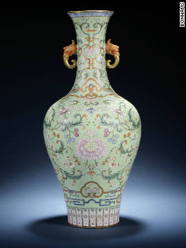 A turquoise-ground vase with Qianlong seal mark is the star lot at Bonhams' auction of Chinese art on the 10th November in London, estimated to fetch between $8 million (£5 million) and $13 million (£8 million)<!-- --> </br>