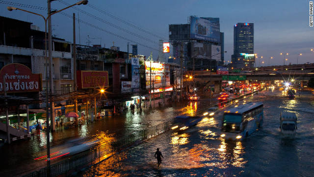 Traffic braves flood waters in the Lat Phrao shopping and business of Bangkok, Thailand on November 4, 2011.