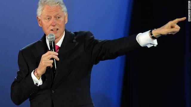 Bill Clinton elogia la política migratoria de Rick Perry