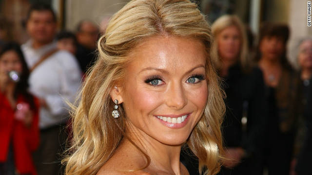 Kelly Ripa signs on for five more years at 'Live!'
