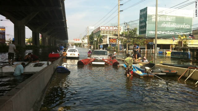 Having lived with severe flooding for so long, some Thais have taken improvisation to a new level. This pick-up truck was adapted to act as a boat in water.
