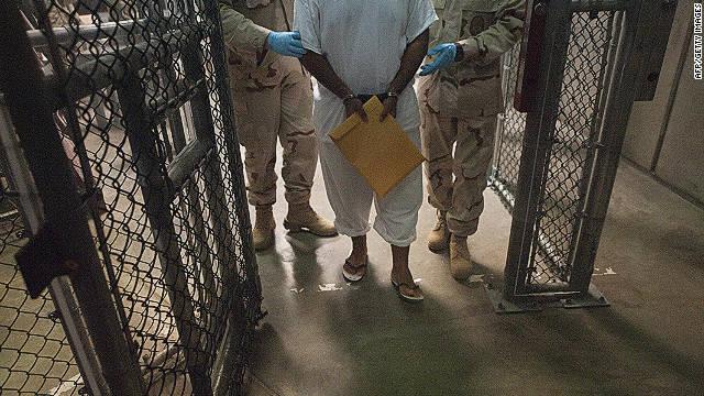 Legisladores de EE.UU. piden detener la alimentación forzada en Guantánamo