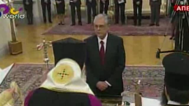 Lucas Papademos presta juramento como primer ministro de Grecia