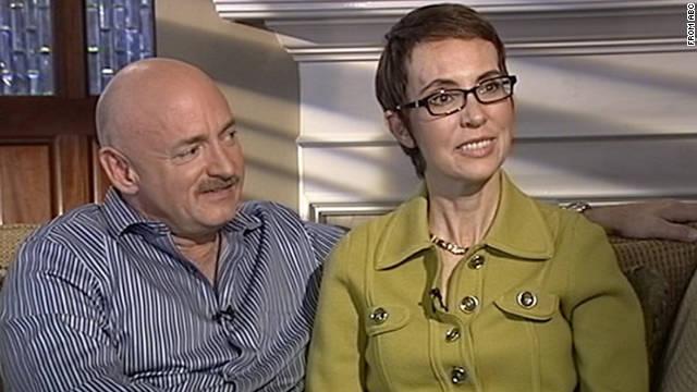 Gabrielle Giffords da su primera entrevista en TV, pero sólo responde palabras sencillas