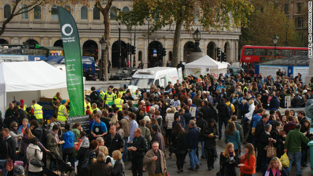 "Crowds gather in London at Trafalgar Square for the Feeding the 5000 event. Event organizer Tristram Stuart said: ""Everyone has the power - and the responsibility - to help solve the global food waste scandal."""